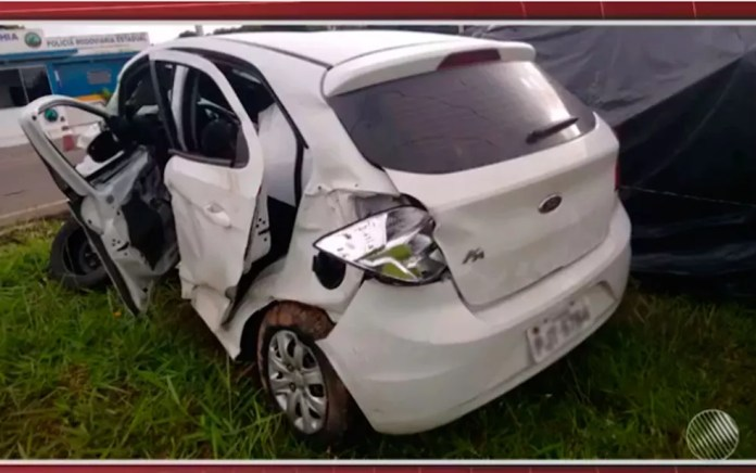 Viviane chegou a ser levada para o hospital, mas não resistiu aos ferimentos (Foto: Reprodução/ TV Bahia)