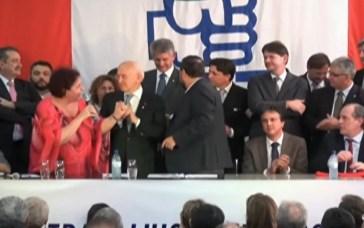 Miguelina (de vermelho) durante evento partidário (Foto: Reprodução/RBS TV)