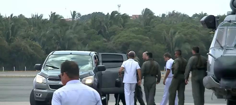 Após o resgate, ele foi trazido de helicóptero para São Luís. — Foto: Reprodução/TV Mirante