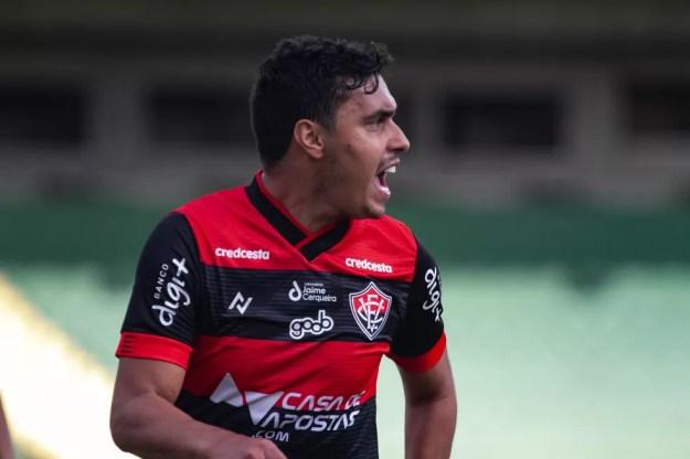 Alisson Farias negocia retorno para o CRB — Foto: Letícia Martins/EC Vitória