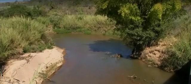 Volume do Rio do Peixe não chega nem a meio metro por falta de chuva em Marília (Foto: Reprodução/TV TEM)