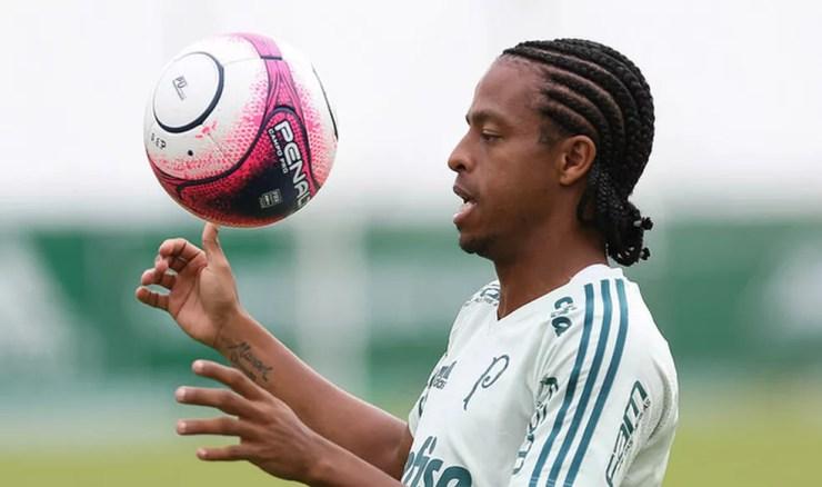 Keno em treino na Academia de Futebol (Foto: Cesar Greco/Ag. Palmeiras)