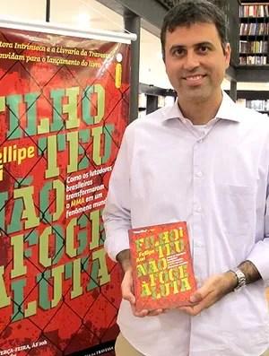 Fellipe Awi lançamento livro MMA (Foto: Ivan Raupp / Globoesporte.com)