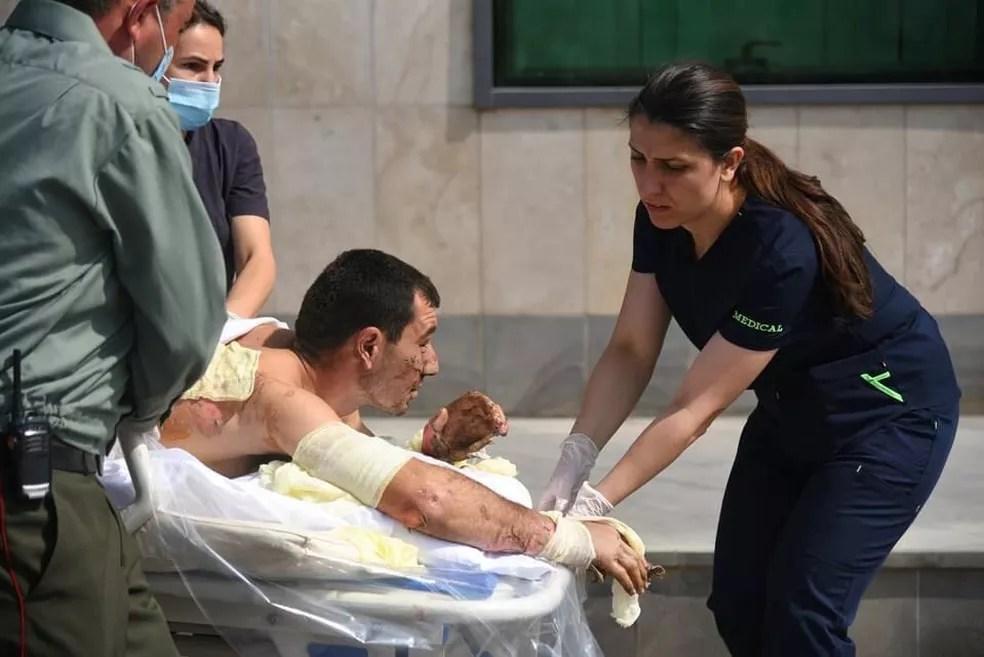 Ministério das Relações Exteriores da Armênia divulga foto do que seria um civil ferido em Nagorno-Karabakh durante confrontos com Azerbaijão neste domingo (27) — Foto: Ministério das Relações Exteriores da Armênia/Handout via Reuters