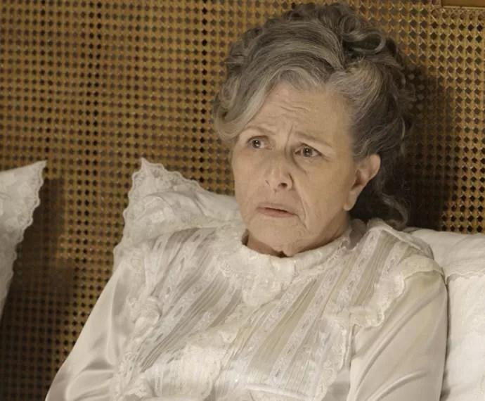 Condessa Vitória diz que tem medo que Lívia se afaste dela (Foto: TV Globo)