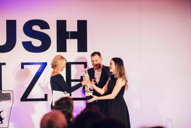 Em novembro de 2017, Carolina foi uma dos cinco vencedores do prêmio Jovem Pesquisador, na categoria Américas, concedido pela Lush (Foto: Carolina Motter/Arquivo pessoal)