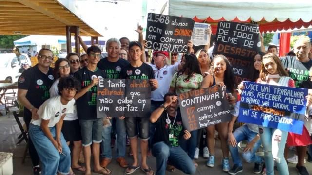 SOUSA, PB, 10h: Mobilização de estudantes e professores do IFPB acontece no Centro de Sousa, na Paraíba, nesta quinta-feira (30) — Foto: Beto Silva/TV Paraíba