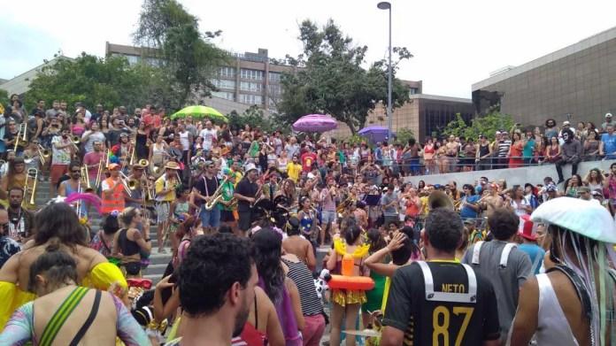 Orquestra Voadora tocou neste domingo no Centro do Rio (Foto: João Ricardo Gonçalves/G1)