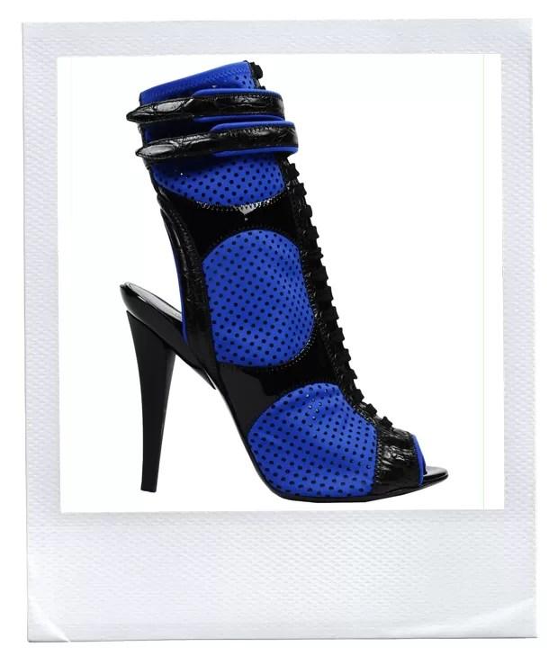 As sandálias abotinadas da Pucci usadas pela cantora vieram da Itália especialmente para ela (Foto: Divulgação)