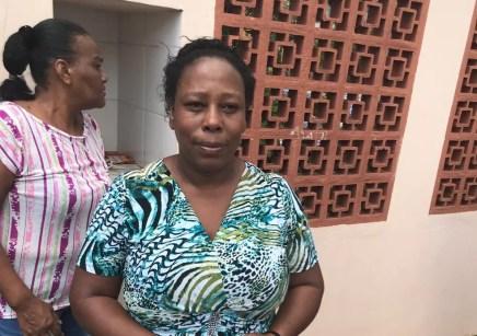 Merendeira da Escola Raul Brasil, em Suzano, abrigou alunos na cozinha — Foto: Natan Lira/G1