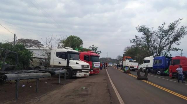 Manifestação em Assaí, no norte do Paraná — Foto: Polícia Rodoviária Estadual