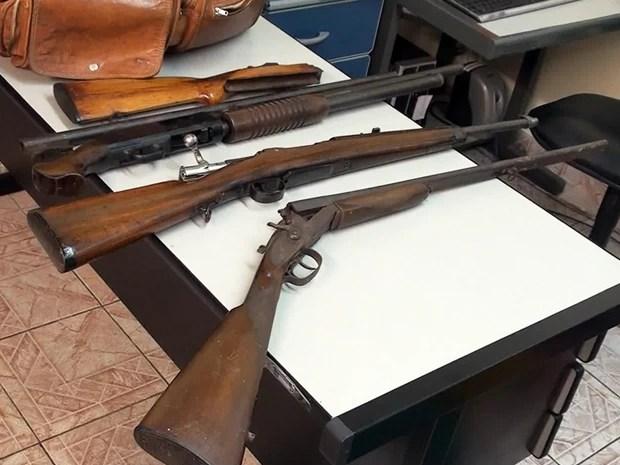 Investigador preso em Mongaguá, SP, tinha um arsenal em casa (Foto: Reprodução/TV Tribuna)