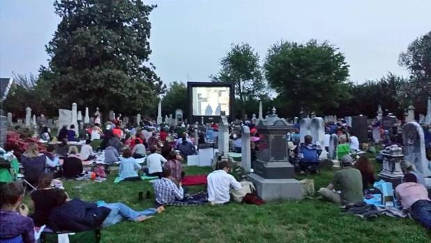 Cemitérios nos EUA viram opção de lazer com cinema, música e até degustação de vinhos (Foto: Congressional Cemetery)