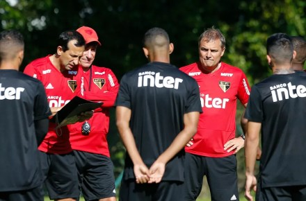 Diego Aguirre em treino do São Paulo (Foto: Marcelo D. Sants / Estadão Conteúdo)