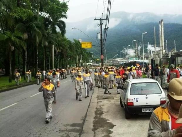 Funcionários de empresas da área industrial de Cubatão foram retirados (Foto: G1)