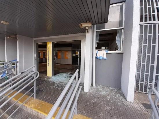 Agência do Banco do Brasil atacada por criminosos na madrugada desta quarta-feira (30). — Foto: Kleber Teixeira/Inter TV Cabugi