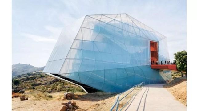 O auditório de Plasencia, na Espanha, é feito de um material leve e inovador — Foto: Iwan Baan via BBC