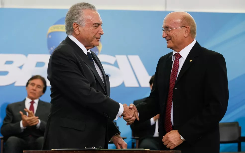 O ministro da Justiça, Osmar Serraglio (dir.), com o presidente Michel Temer (Foto: Beto Barata/PR)