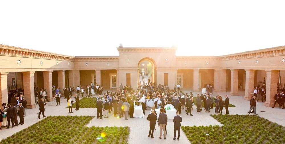 A praça central da propriedade (FOTO: REPRODUÇÃO/TWITTER)
