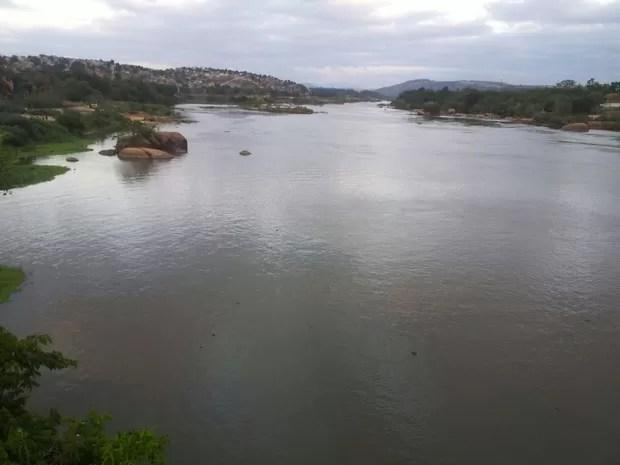 Rio Doce apresenta água turva em Baixo Guandu, no Espírito santo (Foto: Viviane Machado/ G1)