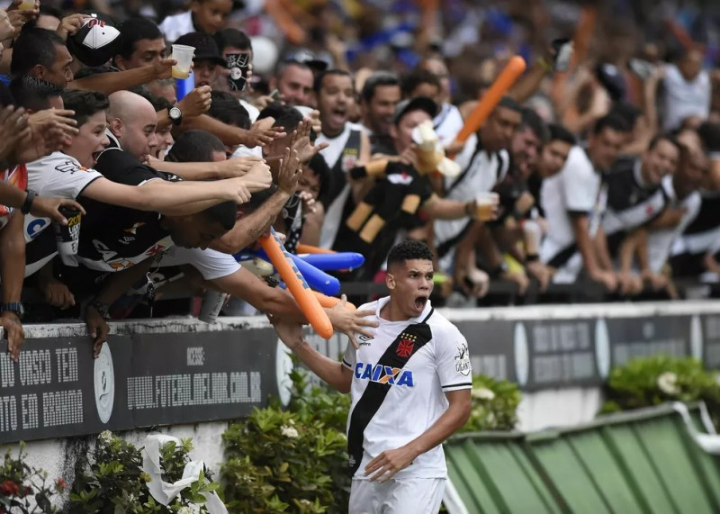 Vasco vence a Ponte Preta em São Januário e termina o Brasileiro na sétima posição (Foto: André Durão/GloboEsporte.com)