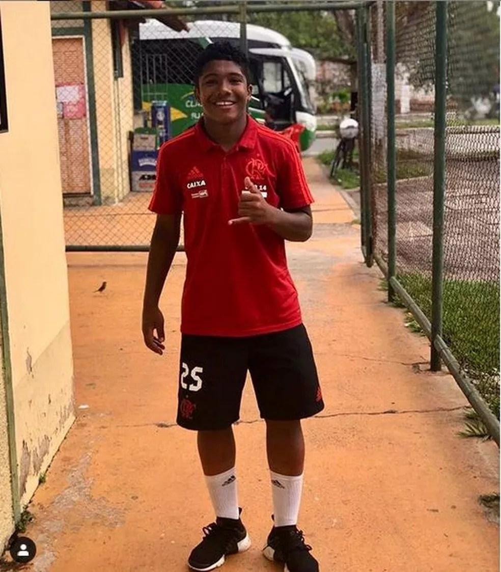Vitor Isaías era atleta das divisões de base do Flamengo — Foto: Reprodução/Facebook