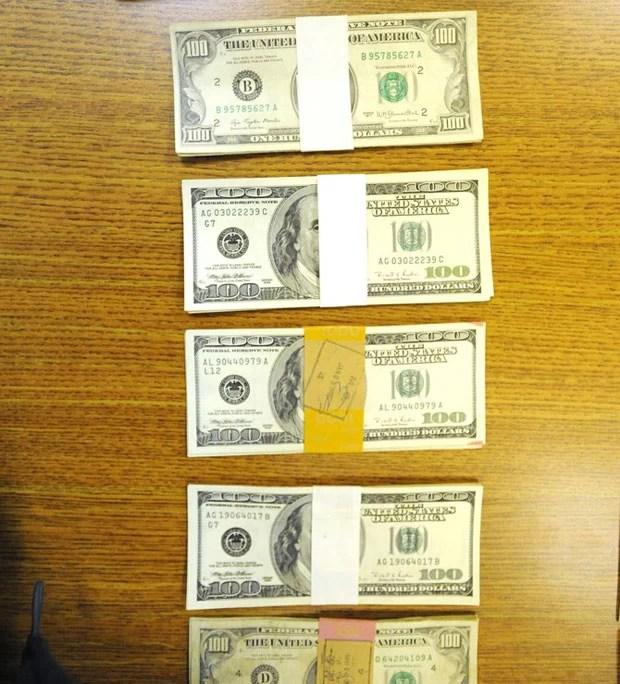 Mais de US$ 43 mil (R$ 103,7 mil) foram encontrados em uma roupa doada para uma loja da rede de usados Goodwill em Monroe (Foto: Kim Brent/The Monroe Evening News/AP)