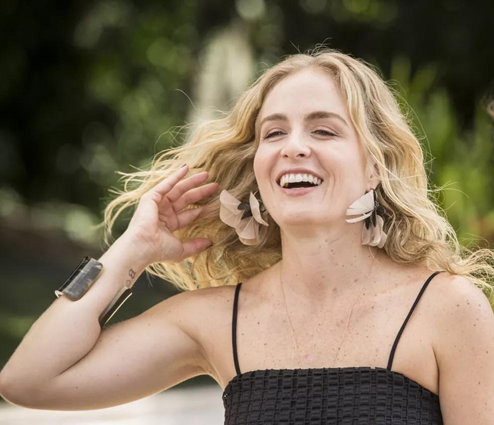Angélica divando nos bastidores do 'Estrelas' (Foto: Inácio Moraes/Gshow)