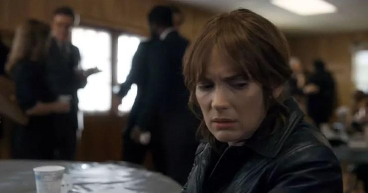 Winona Ryder em cena de 'Stranger things' (Foto: Divulgação)