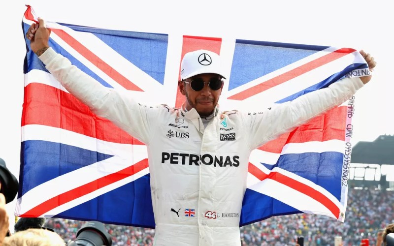 O piloto inglês Lewis Hamilton comemora o 4º título mundial da Fórmula 1 (Foto: Mark Thompson/Getty Images North America/AFP)