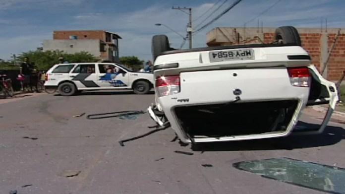 Carro onde estavam os criminosos se envolveu em acidente — Foto: Arquivo/ TV Gazeta