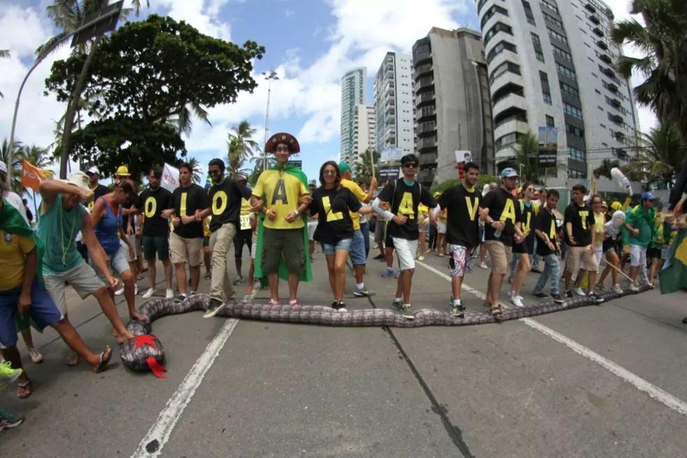 RECIFE: Ato deste domingo (26) foi também em apoio à Operação Lava Jato (Foto: Marlon Costa/Pernambuco Press)