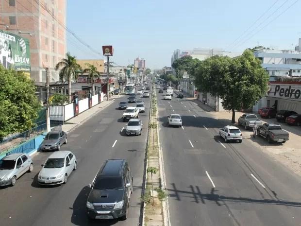 Pesquisadora acredita que Avenida Djalma Batista possui potencial para ser arborizada (Foto: Girlene Medeiros /G1 AM)