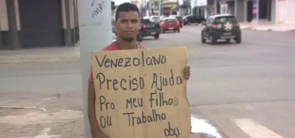 Venezuelano pede ajuda nas ruas de Porto Velho — Foto: Rede Amazônica/ Reprodução