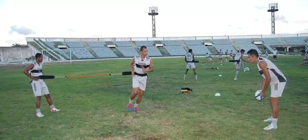 Warley, no treino do Botafogo-PB (Foto: Lucas Barros / Globoesporte.com/pb)