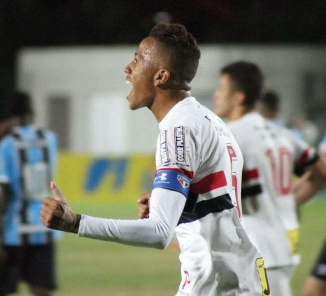 Luizão foi capitão do São Paulo sub-20 na Copa RS, no ano passado (Foto: Fernando Martinez/Aguante)