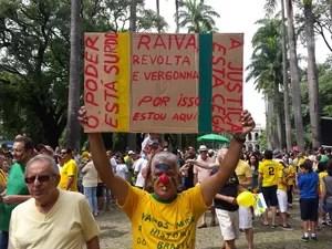 Cartaz em Belo Horizonte critica a impunidade (Foto: Humberto Trajano/G1)