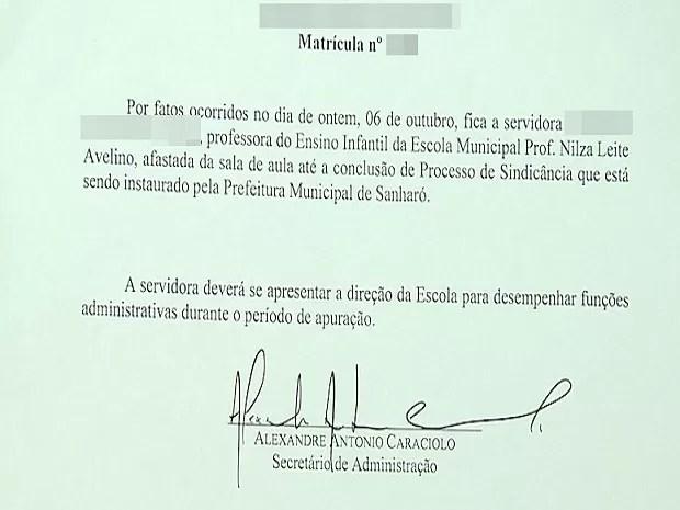 Documento da prefeitura determina afastamento da professora (Foto: Reprodução/ TV Asa Branca)