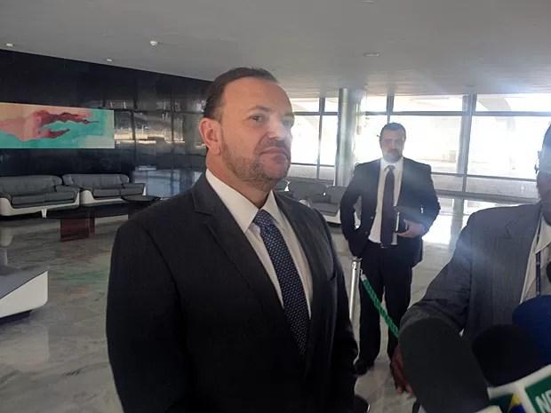 O ministro da Comunicação Social, Edinho Silva, concede entrevista no Palácio do Planalto (Foto: Filipe Matoso / G1)