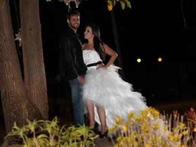 Gloria vai casar com vestido branco e detalhes em preto, e Thieny estará de sobretudo (Foto: Arquivo Pessoal/ Gloria Kaemi)