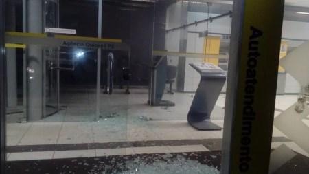 Agência bancária após explosão em Quipapá (Foto: Polícia Militar/Divulgação)