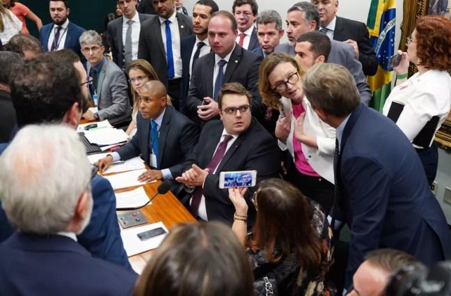 Deputados da CCJ da Câmara discutem em sessão sobre reforma da Previdência — Foto: Pablo Valadares/Câmara dos Deputados