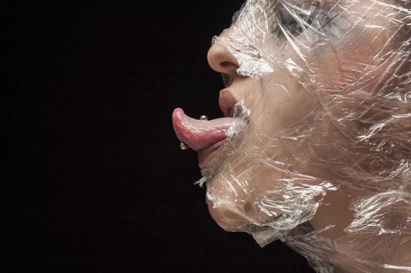 Piercings na língua e no nariz têm mais chances de infeccionar — Foto: Pixabay