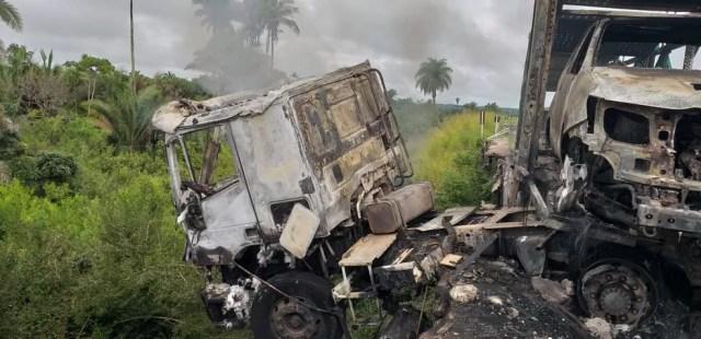 Caminhão cegonha se chocou contra mureta de proteção de ponte na BR-316 no Maranhão — Foto: Divulgação/Polícia Rodoviária Federal