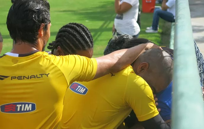 Everton Costa vasco visita jogadores (Foto: Edgard Maciel de Sá)