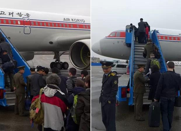 Funcionários norte-coreanos verificam os passaportes de um grupo de diplomatas estrangeiros e turistas no embarque de um vôo para Pequim no aeroporto de Pyongyang (Foto: AFP)
