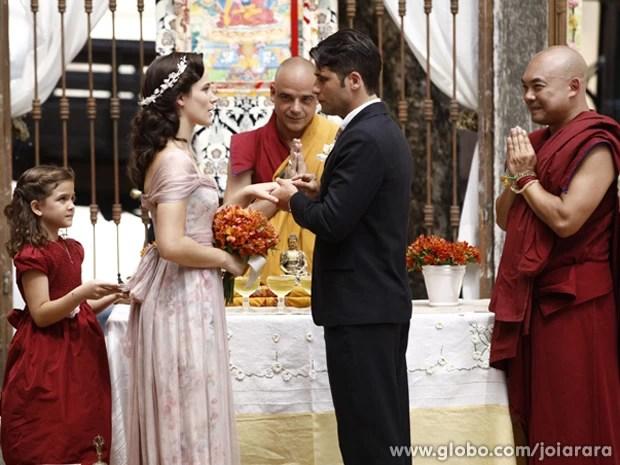 Chegou o grande dia! Franz e Amélia renovam votos de casamento (Foto: Inácio Moraes/TV Globo)