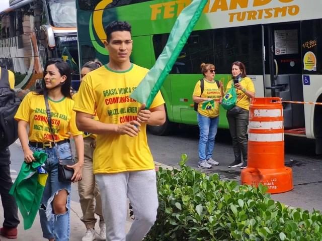 Manifestantes sem máscara protestam a favor de Bolsonaro em SP — Foto: G1 SP