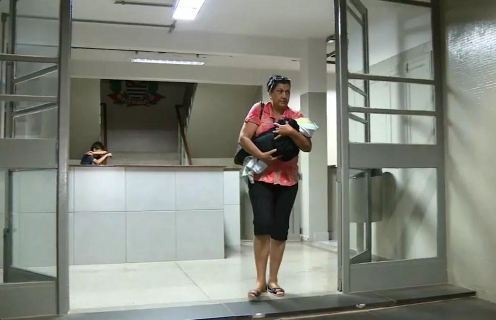 Bebê foi resgatado e entregue para o Conselho Tutelar de Piracicaba (Foto: Reprodução/EPTV)