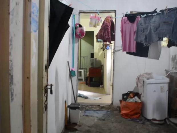 Mulher foi atacada dentro da própria casa, em Mangabeira (Foto: Walter Paparazzo/G1)
